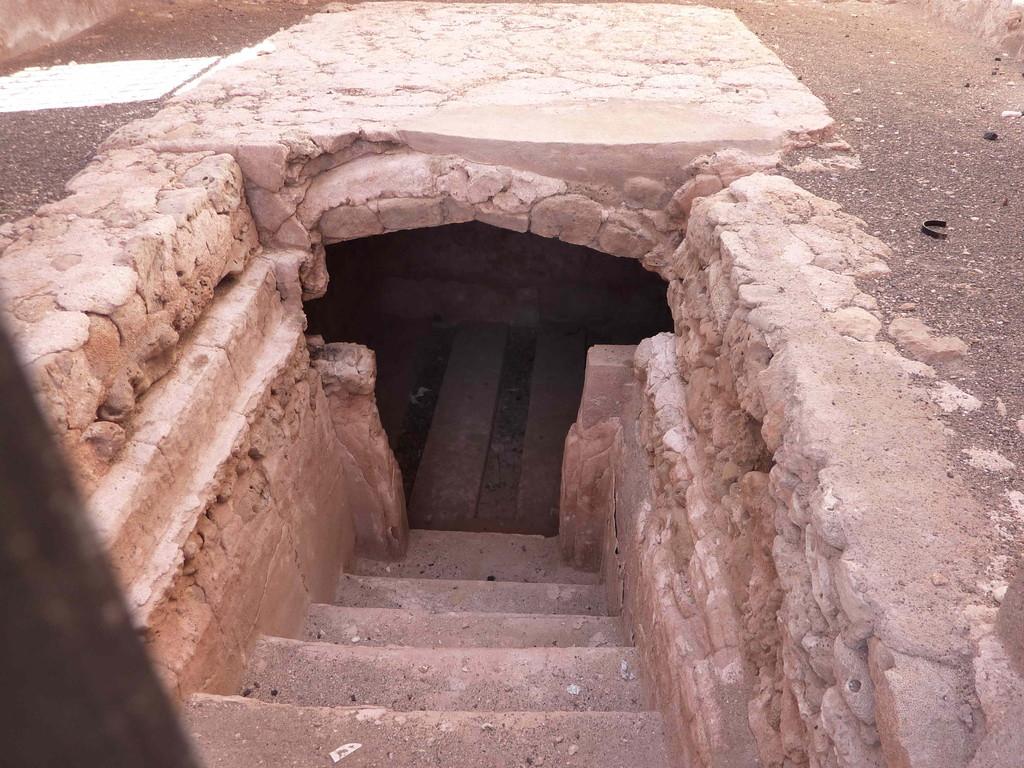 6. Tag - Auf der Fahrt von Sur nach Muscat - Ruinen v. Madnat Qualhat / Zisterne