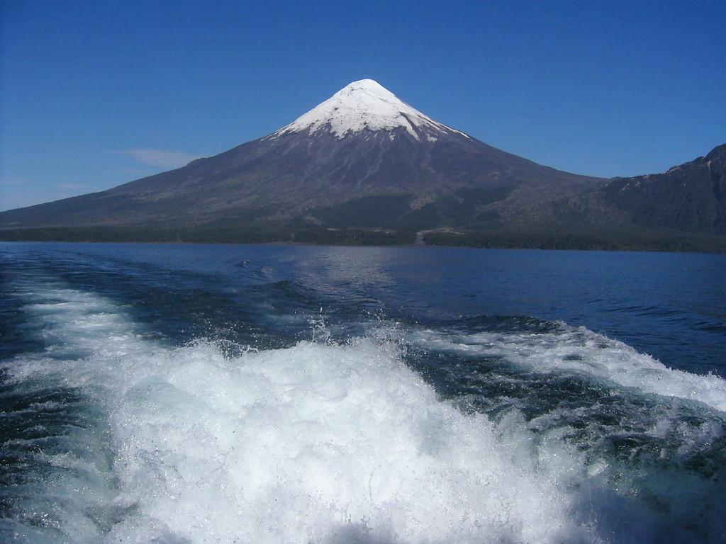 Stop in Puerto Montt -  Esmeralda-See / Vulkan Osorno