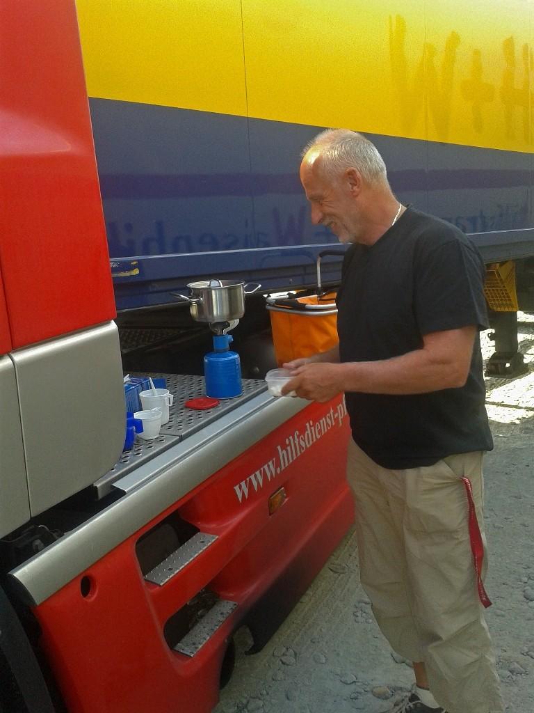 07.07.2015 Frühstück der Trucker um 7:00 Uhr die bereits hinter der Grenze auf uns warten