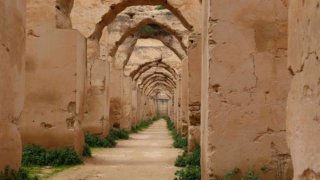 3.Tag - Meknes - Heri Dar el Ma, die berühmten Pferdeställe des Moulay Ismail, in denen 12.000 Pferde Platz fanden.
