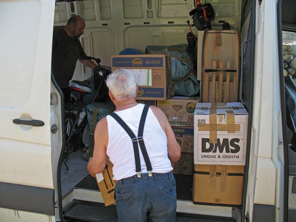 08.07.2015 Entladung der Hilfsgüter in Vurpar