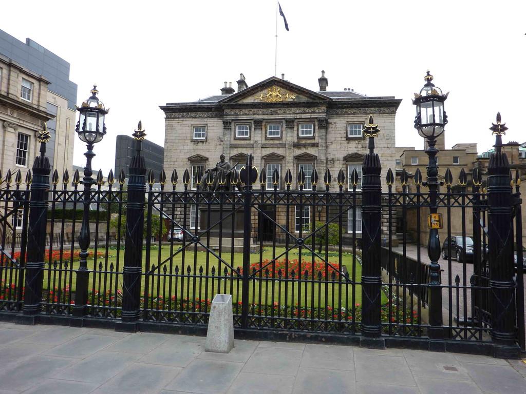 Edinburgh - Bank of Scottland / der Pleitegeier