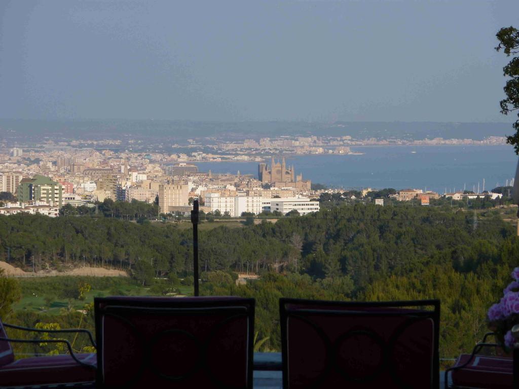 Hotel Son Vida - Blick v.d. Terrasse auf Palma