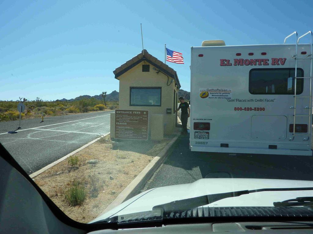 Auf Tour von Yucca Valley zum Joshua Tree Nationalpark - Einfahrt in den Nationalpark