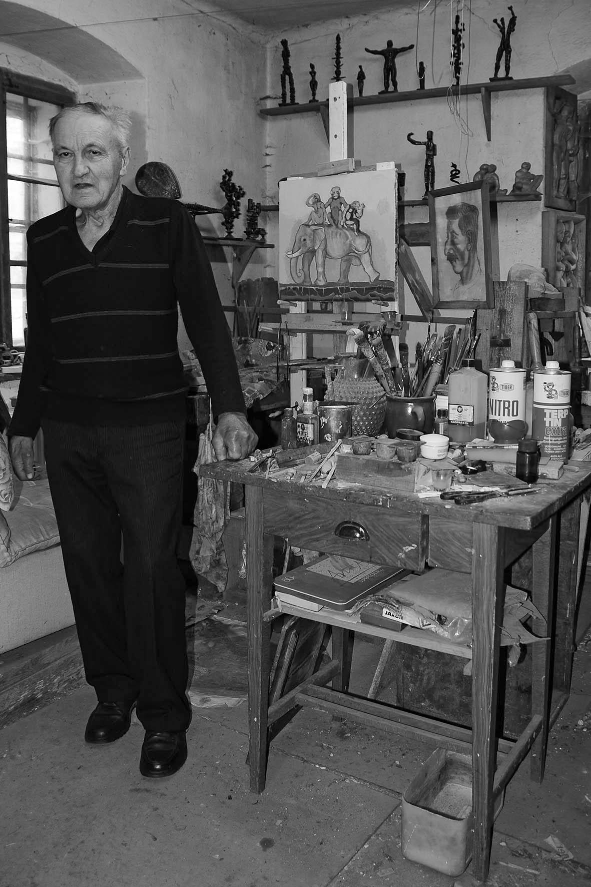 Wotruba Schüler Prof. Alfred Kurz (1929-2015), in seinem Atelier in Wietzen/NÖ, am 31.07.2012