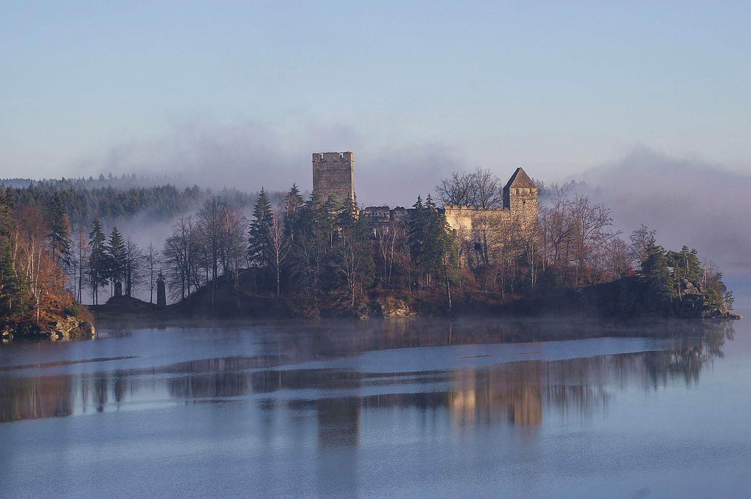 Siegerbild Krone-Wahl 12-2006 - Ruine Lichtenfels/NÖ im Nebel