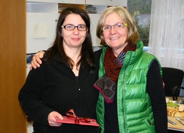 Elke Heidingsfed und Rita Ulm, Konrektorin der Realschule plus Wörth