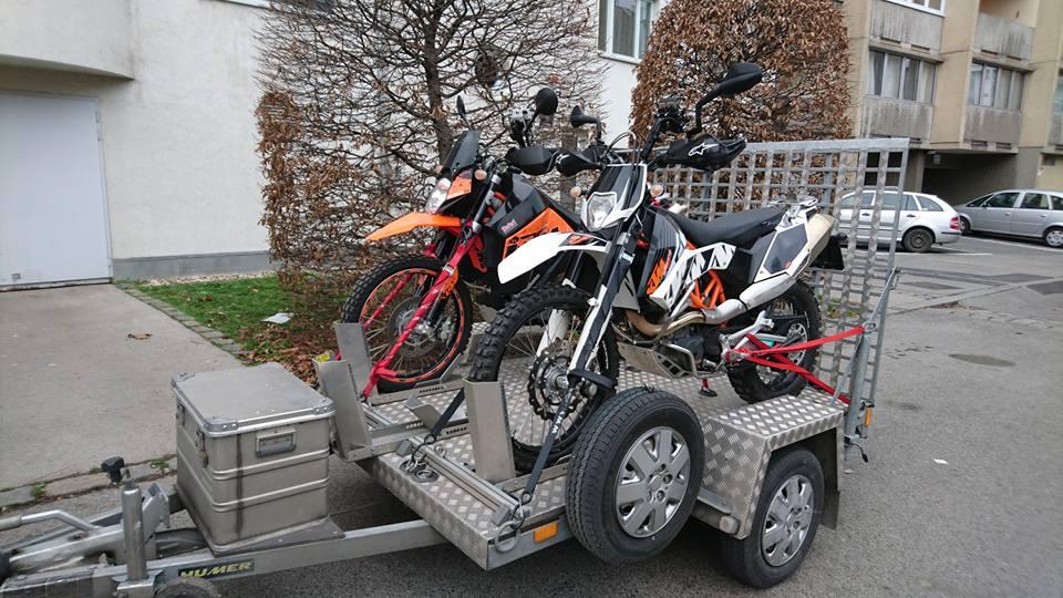 KTM 950 SuperEnduro R (l.) und KTM 690 Enduro R (r)