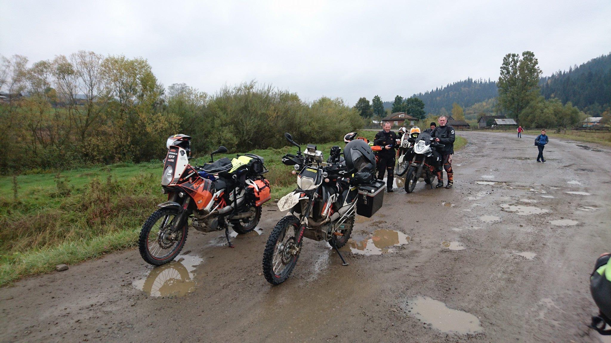 Transkarpatien, Ukraine - KTM 690 Enduro R und KTM 690 Rally