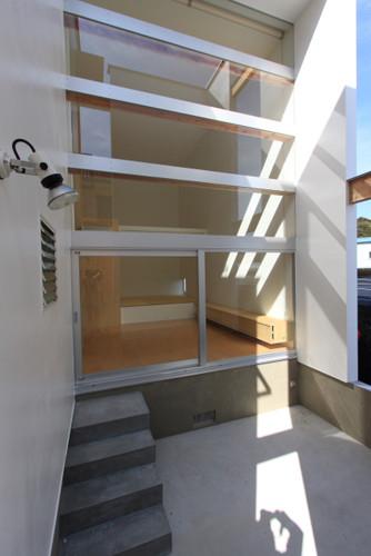 リビング前の中庭 光・風を取り込みながらもプライベートな外部空間を確保しています