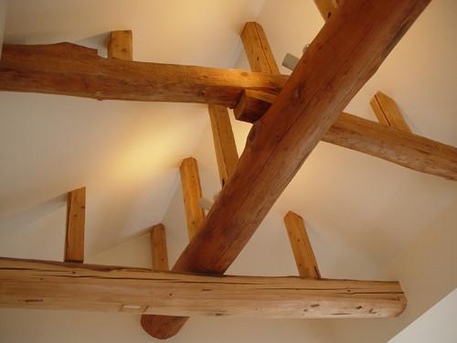 長年建物を支え続けてきた梁