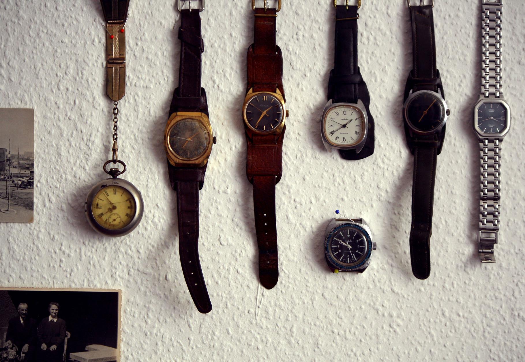 Detailansicht 2 Assemblage, Auswahl an Armbanduhren