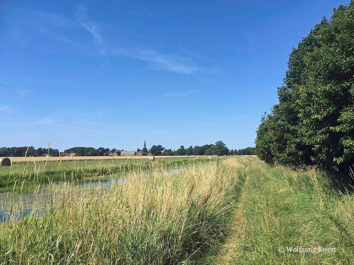 Der Weg                              --                     Foto: W. Ewert