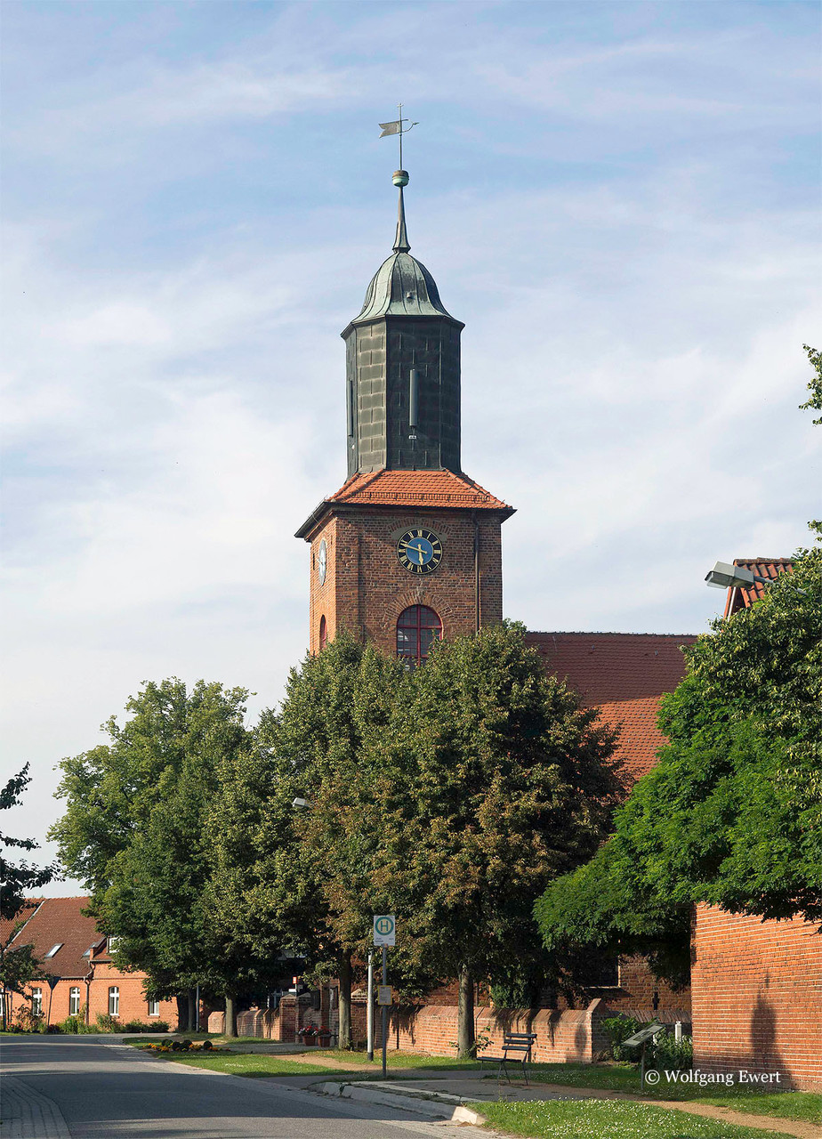 Rühstädter Dorfkirche               --                         Foto: W. Ewert