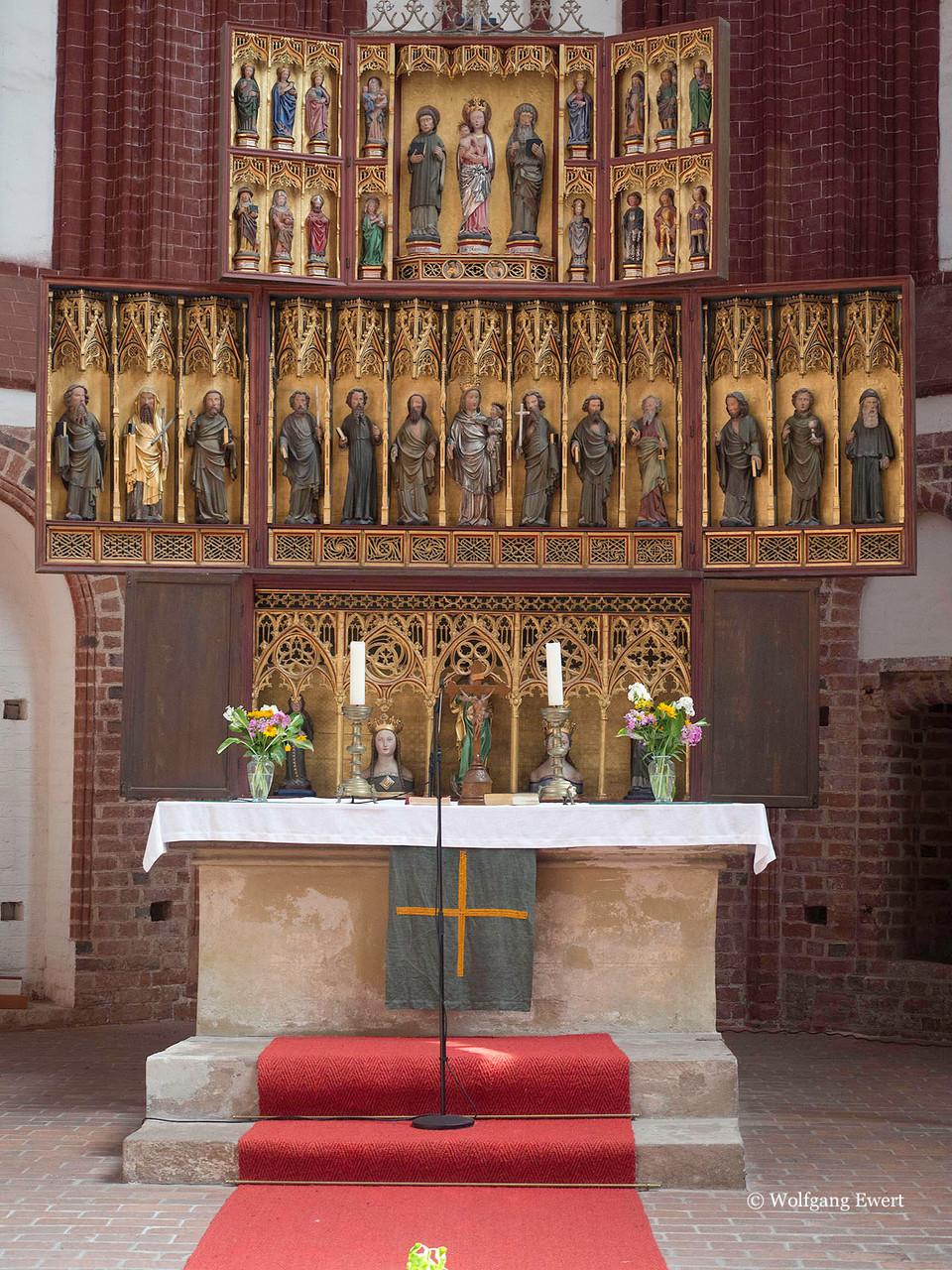 Altar der Wunderblutkirche            --           Foto: W. Ewert