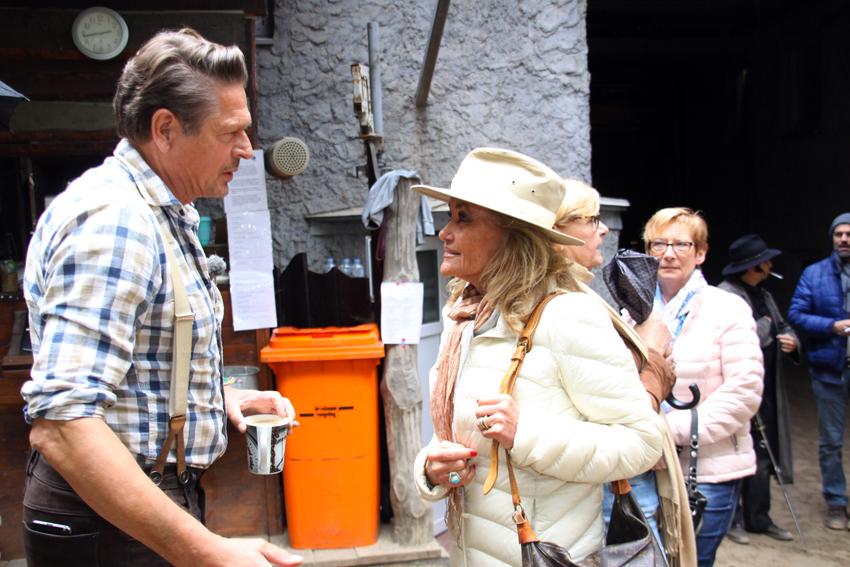 Hella Brice im Gespräch mit Joshy Peters, der vor fast 30 Jahren seine erste Rolle am Kalkberg spielte und seitdem zu den Publikumslieblingen gehört.