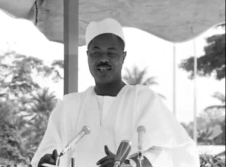 Le Président Ahidjo prononçant son discours