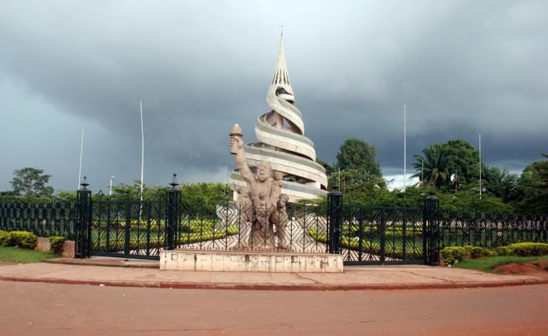 La statue du Monument de la réunification (1974)