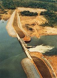 Barrage de Mbakaou construit par Razel en 1968-1969.