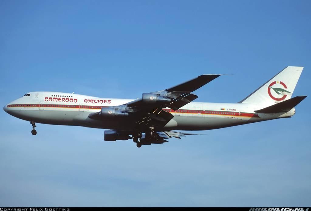 Le Mont Cameroun, gros porteur Boieng 747 Combi
