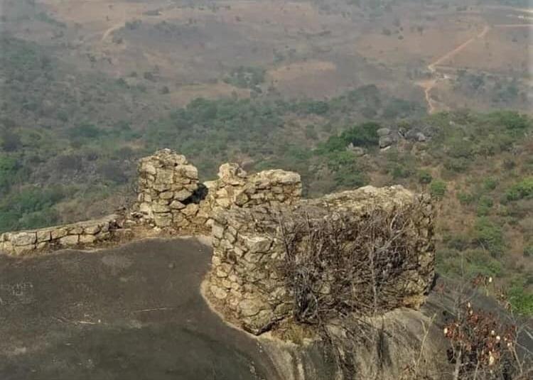 Banyo. Le Mont Djoumbal avec les aménagements pour mitrailleuses allemandes