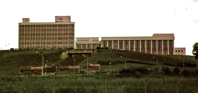 Le Palais des Congrès de Yaoundé a abrité la Conférence tripartite de 1991