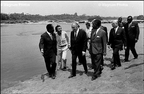 Les présidents Ahidjo et Pompidou à Batschenga en 1971