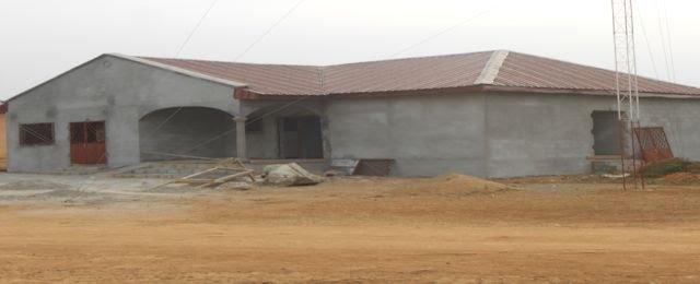 Belabo, la radio communale en construction en 2017