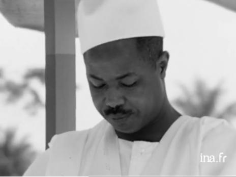 Une attitude du président Ahidjo lors de l'inauguration de l'Université fédérale du Cameroun