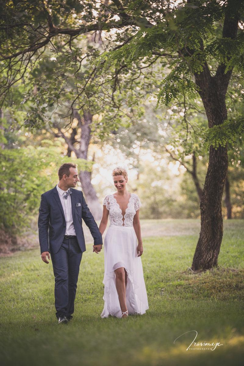 γαμπρος και νυφη φυσικη αυθορμητη φωτο