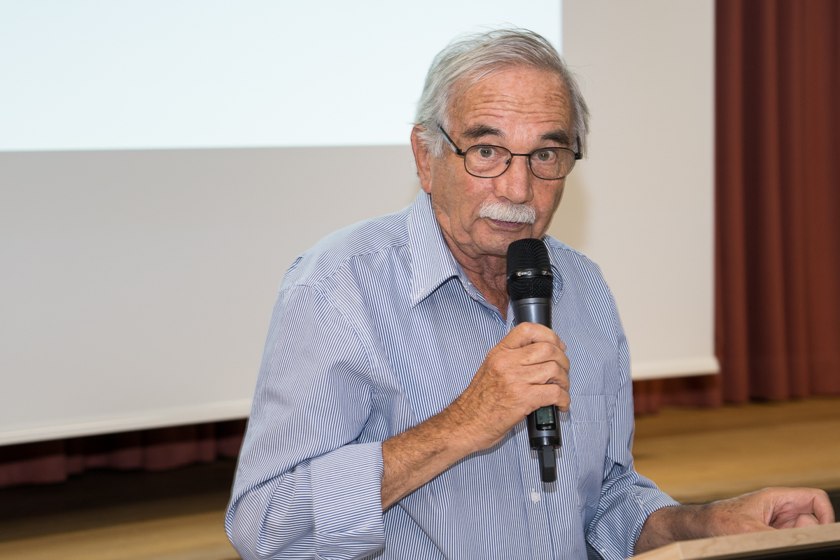 """Stellungsnahme von Heinrich Bachmann zum kontroversen Thema """"Hundefreilaufzone""""."""