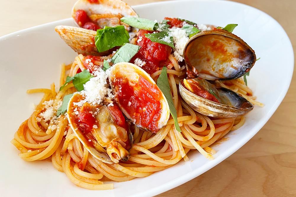 あさりとトマトのパスタ