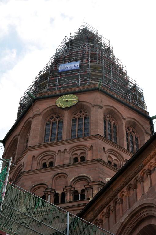 Der eingerüstete Westturm (c) Dombauverein Mainz