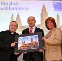Scheckübergabe v.l.n.r. Karl Kardinal Lehmann, Uwe Abel Vorstandsvorsitzender der MVB, Sabine Flegel Vorsitzende des Dombauvereins