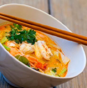 Soupe Thaï et crevette - un repas nutritionnel complet équilibré