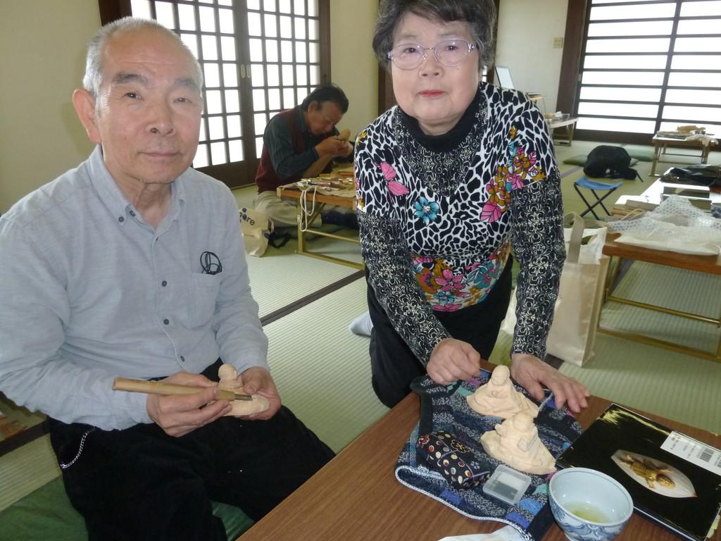 梅澤 芙佐子(右)  同窓の坂本氏と技術研鑚