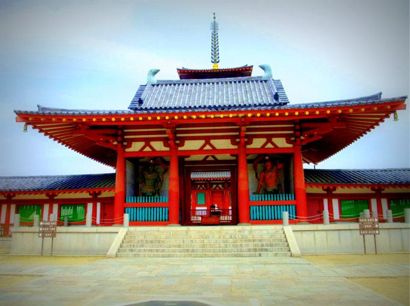 大阪・四天王寺南門には馬淵先生の師である、大仏師・松久朋琳/作の仁王像「阿形・吽形」  が奉られています。