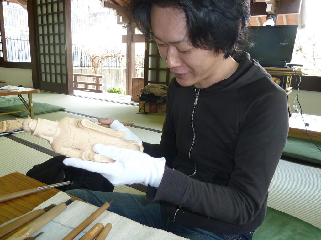 新山 直樹  平成23年9月 教室で「吉祥天」に取組み中。