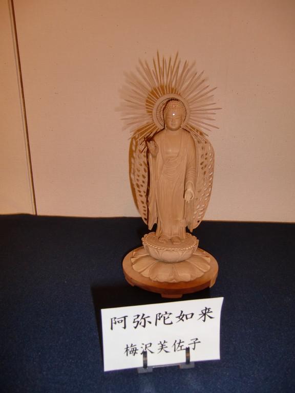 梅澤 芙佐子   「阿弥陀如来」 (白檀に彫刻。木の堅さに苦労させられました)
