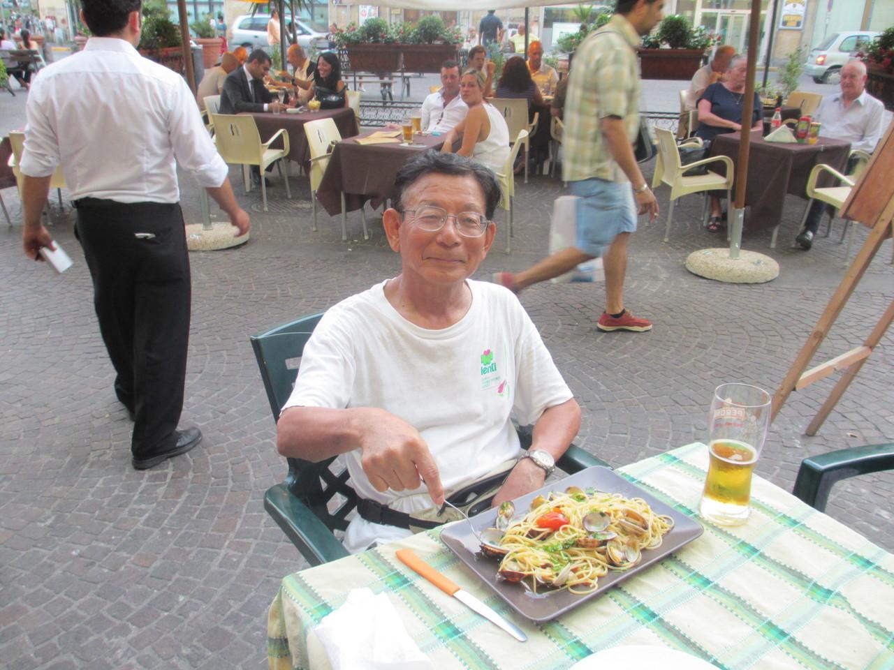 イタリアの Cafe Terace で・・・  イタリア語の会話がOKなのでダビンチの足跡をたどってみたり?    今回も一人旅(H25.8)