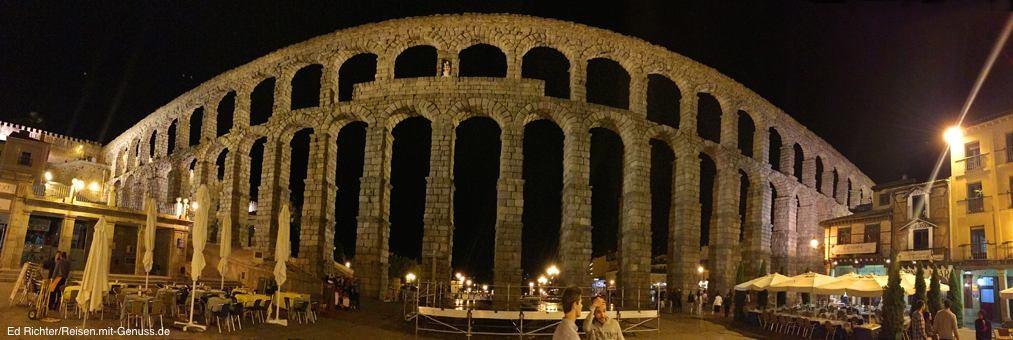 Auch bei Nacht ein Highlight: das fast 2000 Jahre alte Aquädukt in Segovia