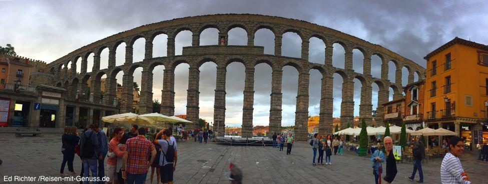 Das Aquädukt in Segovia zieht sich durch die halbe Stadt