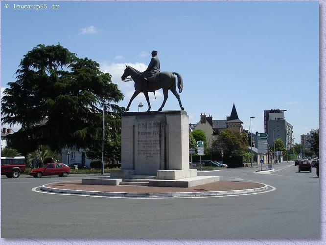 La statue à Tarbes