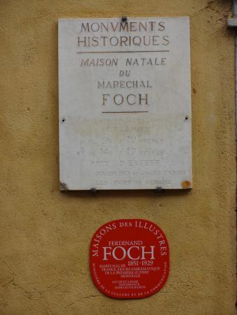 Plaque commémorative placé sur la maison de Tarbes