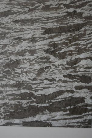 Pony Nolte, Bewegtes Wasser, geknülltes Papier und Tusche, 70 x 50 cm