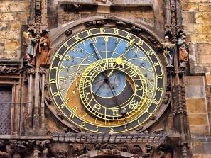 """""""L'univers m'embarrasse et je ne puis songer que cette horloge existe et n'ait pas d'horloger."""" Voltaire"""