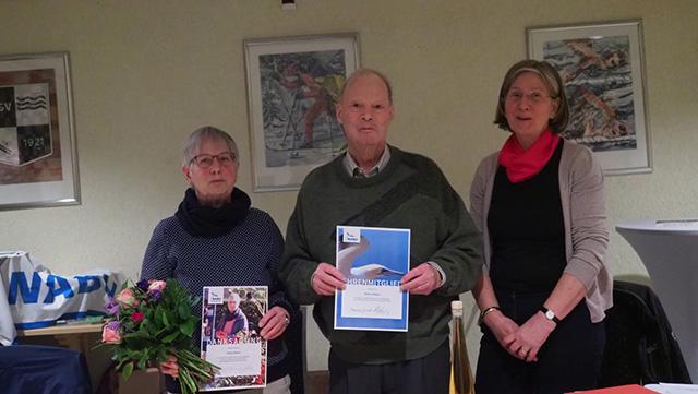 Erika und Horst Ehlers mit der (noch) 2. Vorsitzenden Cornelia Schilling.