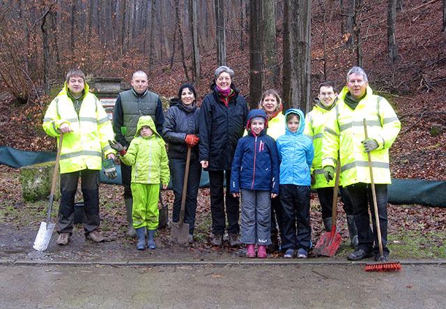 Auch kaltes und ungemütliches Wetter konnte die engagierte Gruppe nicht abhalten.