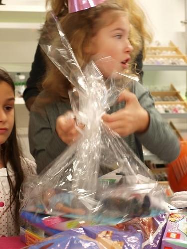 ELA EIS Kindergeburtstag Geschenke auspacken