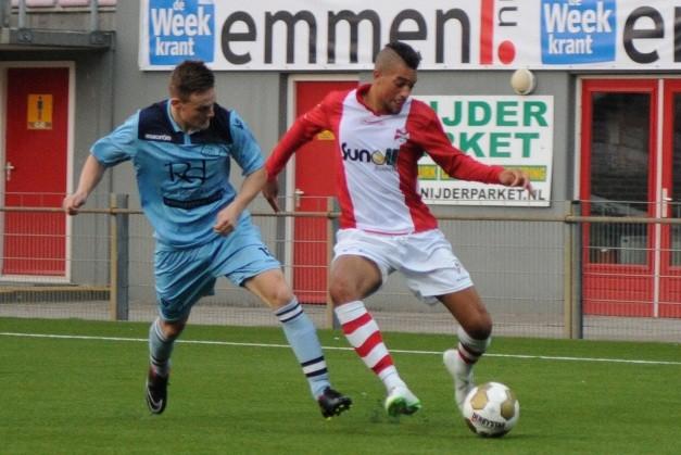 Aladji Barrie (rechts) im Trikot des niederländischen Zweitligisten FC Emmen.              Foto: www.fcemmen.nl